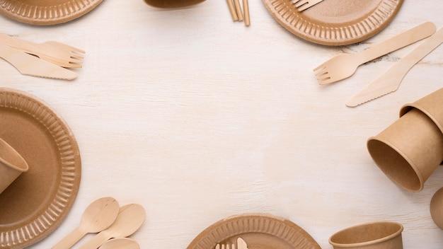 Vaisselle en papier jetable écologique de haute vue copie espace