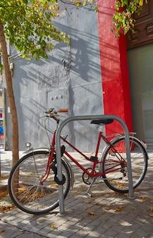Valencia rue barrio del carmen à vélo en espagne
