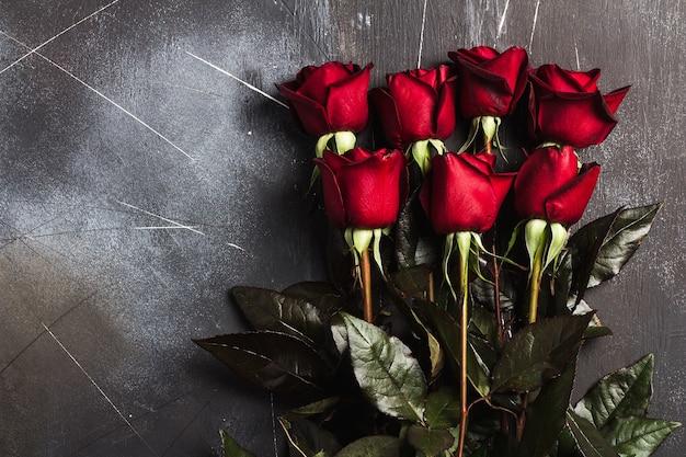 Valentines cadeaux fête des mères fête des roses rouges cadeau surprise sur noir