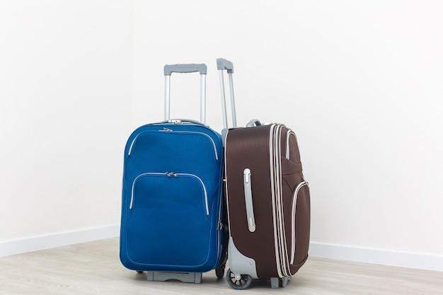 Valises de voyage isolés sur blanc.