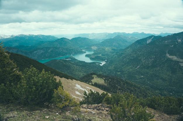 Vallée dans la nature