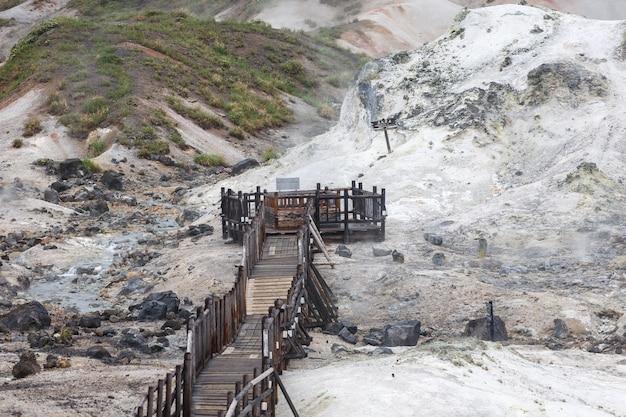 Vallée de l'enfer jigokudani à noboribetsu, hokkaido, japon