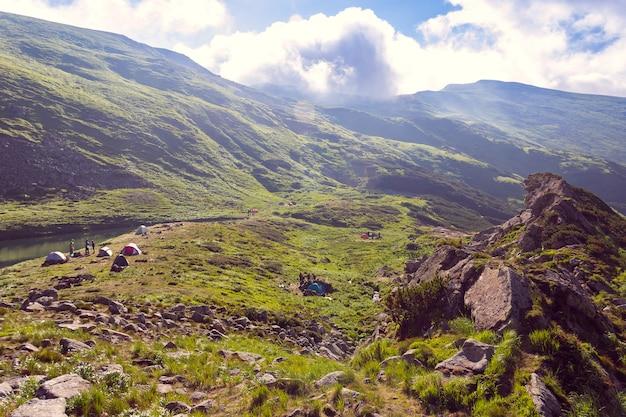 Vallée entre les montagnes