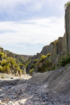 Vallée des pinacles de putangirua. île du nord, nouvelle-zélande