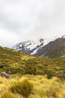 Vallée près de hooker lake alpes du sud ile sud nouvelle zelande