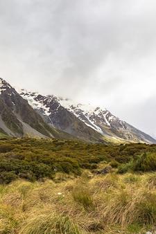 Vallée près de hooker lake alpes du sud nouvelle-zélande