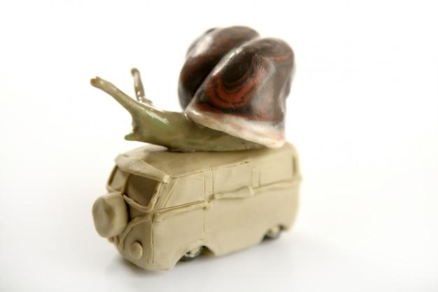 Van à pâte souple en pâte à modeler fait main avec escargot