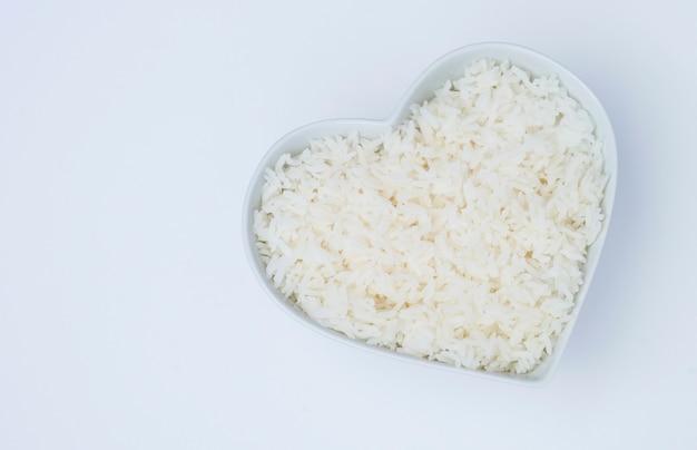 Vapeur de riz dans un bol blanc