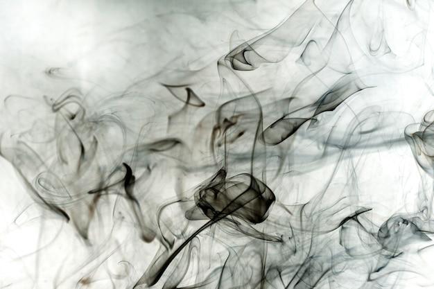Vapeurs toxiques sur fond blanc