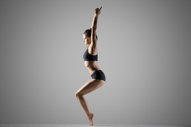 Variation de l'utkatasana yoga pose