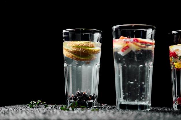 Variété d'eau infusée detox