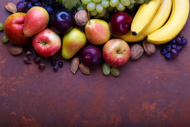 Variété de fruits mûrs