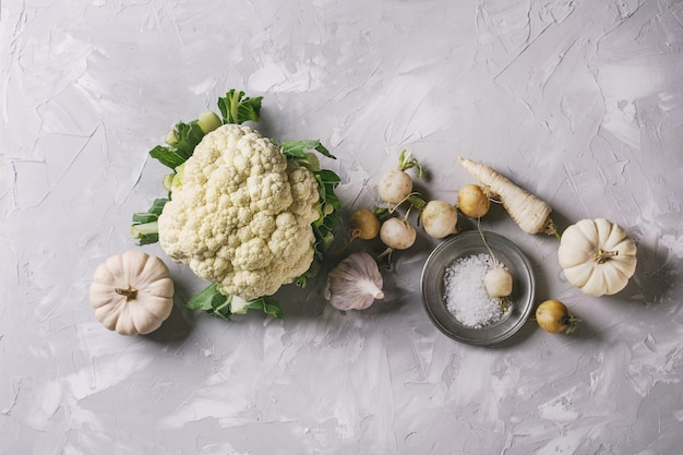Variété de légumes blancs