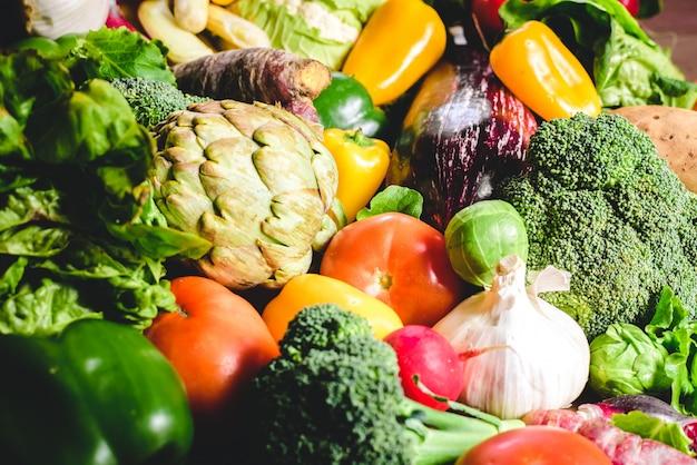 Variété de légumes frais à protéger contre le cancer.