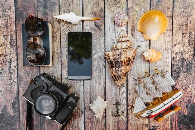 Une variété de souvenirs et articles de voyage