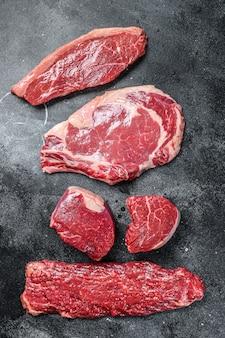 Variété de steaks de viande de boeuf black angus cru
