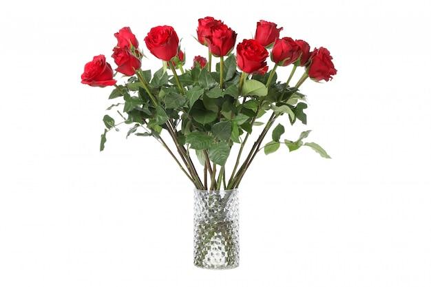 Vase avec bouquet de rose rouge isolé sur fond blanc