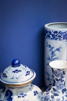 Vase en céramique de style antique bleu et blanc