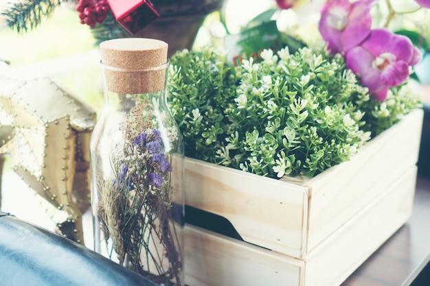 Vase à fleurs décoré dans un restaurant