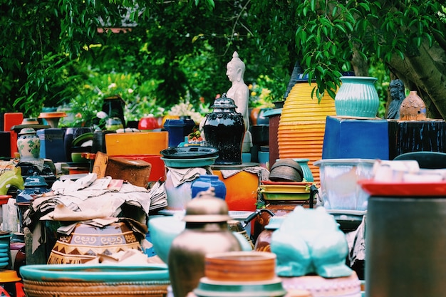 Les vases en céramique faits main colorés