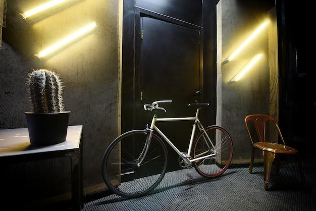 Vélo dans une chambre contemporaine cool