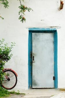 Vélo à la porte
