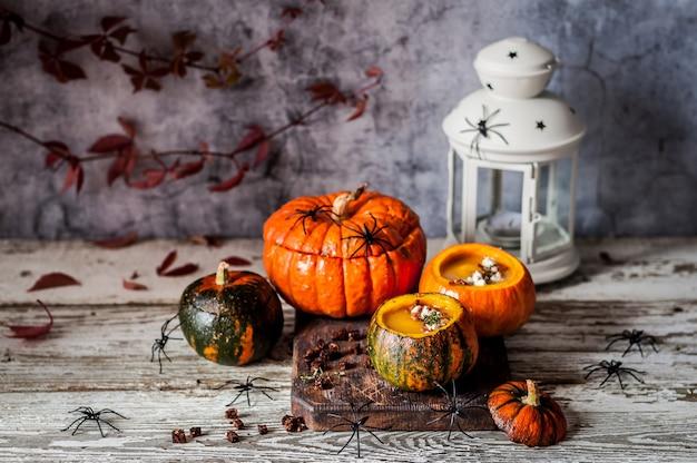 Velouté halloween aux citrouilles creuses