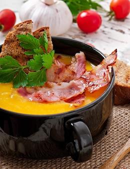 Velouté de potiron au bacon et croûtons
