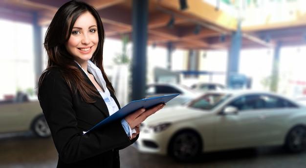 Vendeuse avec dossier et salon de l'auto