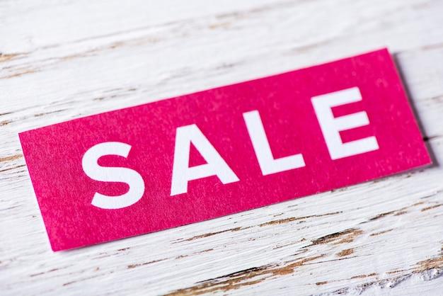 A vendre signe sur fond blanc en bois