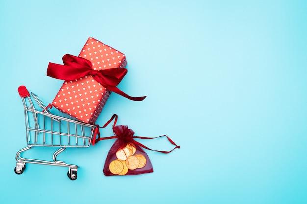 Vendredi noir, panier et boîte-cadeau avec argent de poche