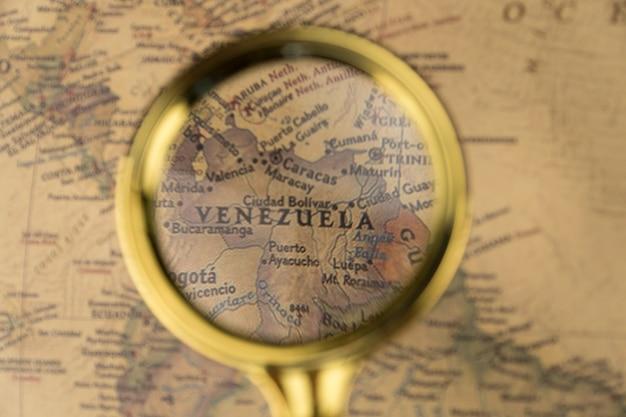 Le venezuela sur la carte sous une loupe