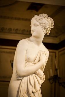 Venise, italie - 27 juin 2016 : détail de la statue de vénus au musée du palazzo ducale