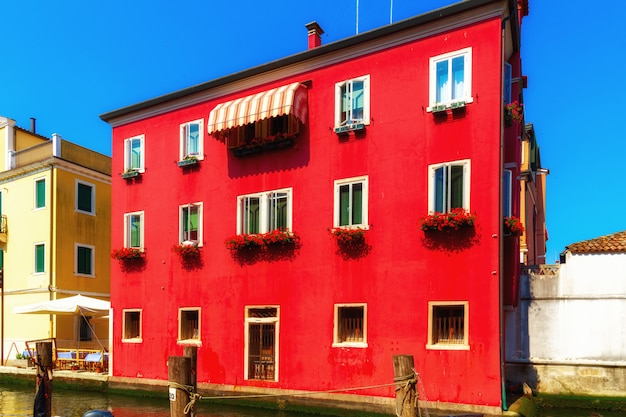 Venise, italie. belle rue du canal traditionnel