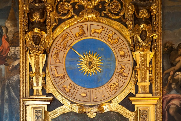 Venise, italie. détail de l'horloge astronomique du palazzo ducale