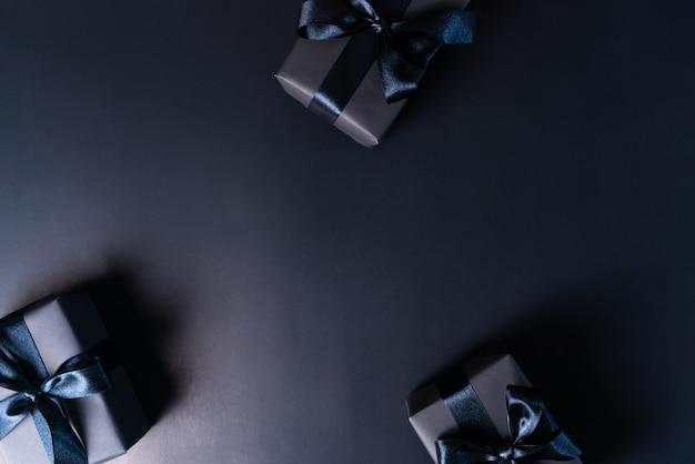 Vente black friday, coffret cadeau noir pour les achats en ligne