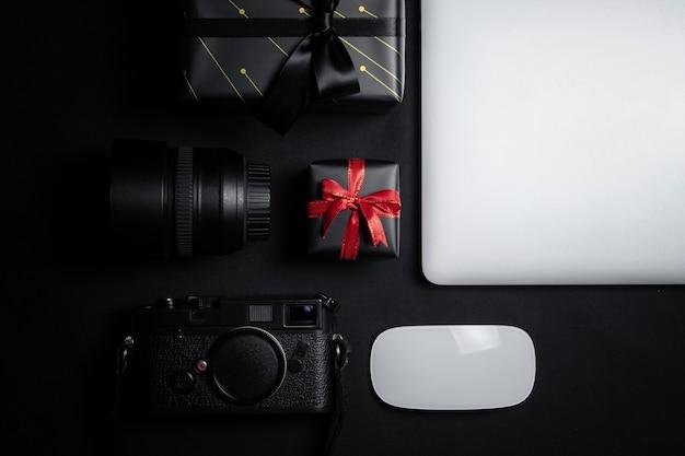 Vente cyber monday avec souris, ordinateur portable et coffret cadeau