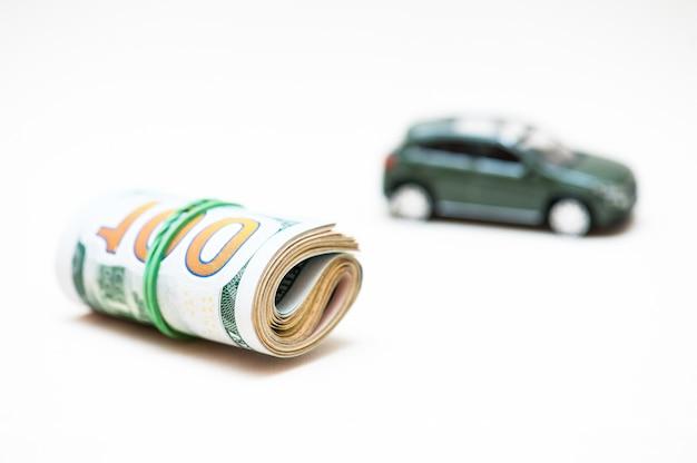 Vente de voitures. petite clé, petite voiture, argent.