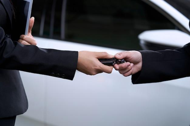 Vente de voitures en showroom