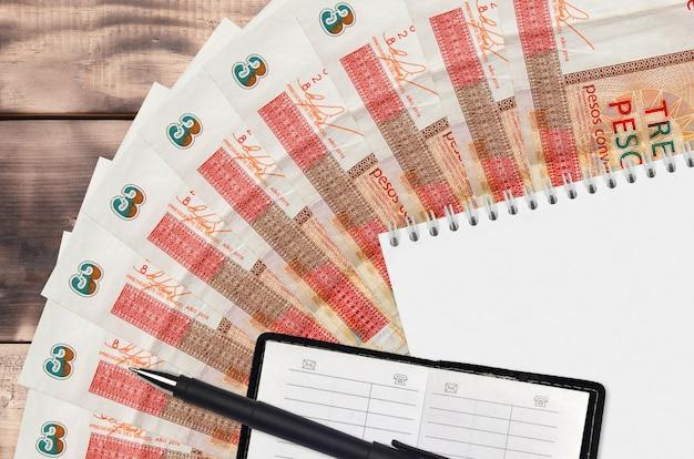 Ventilateur de billets de 3 pesos cubains convertibles et bloc-notes avec contact
