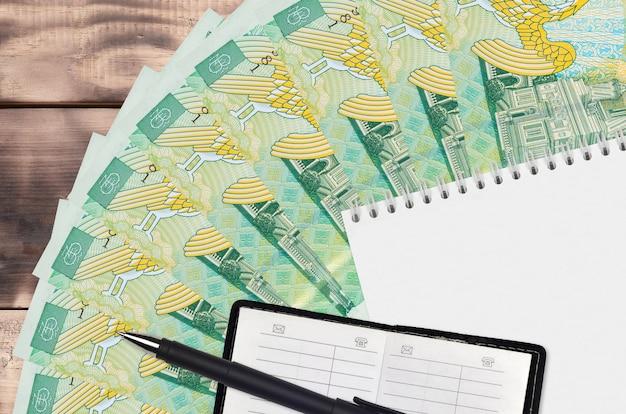 Ventilateur de factures de leu roumain et bloc-notes avec carnet de contacts
