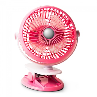 Ventilateur portable rose pince isolé sur blanc