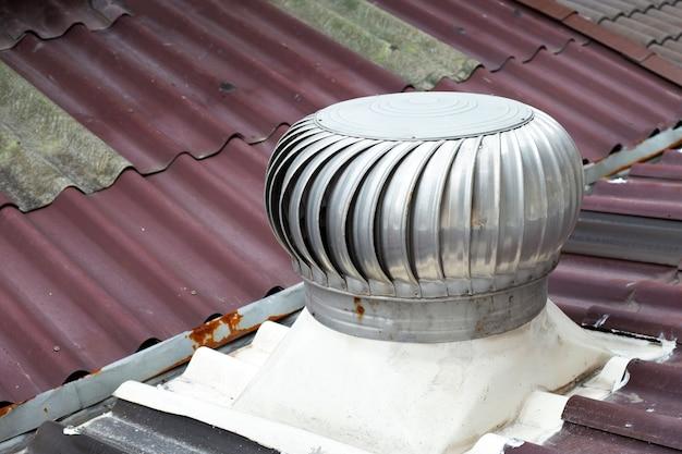 Ventilation de toit sur le toit