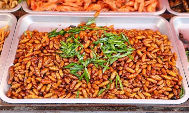 Ver à soie frit