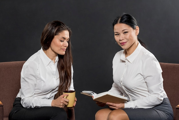 Vérification de l'agenda des femmes pour la journée