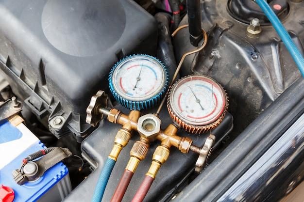 Vérification du climatiseur de voiture