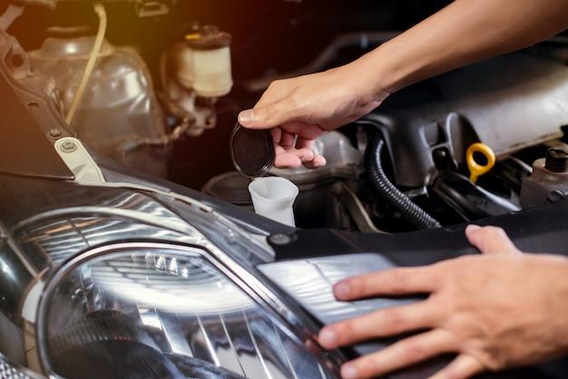 Vérification du nettoyant pour vitres de voiture