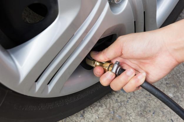 Vérification de la pression des pneus