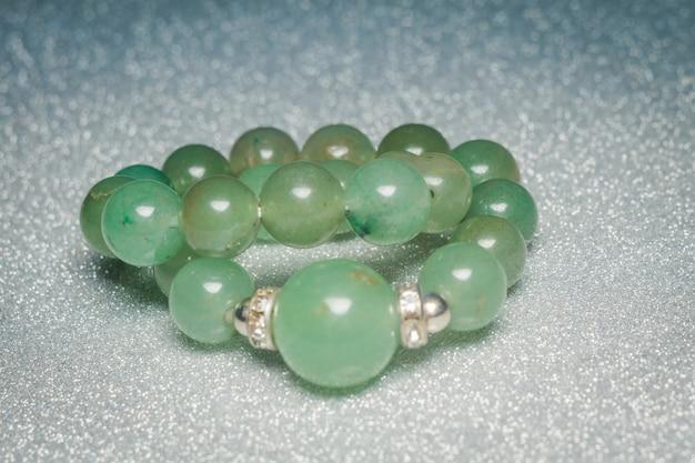 Véritable bracelet perlé vert