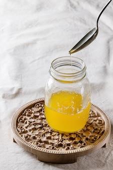 Verre de beurre de ghee